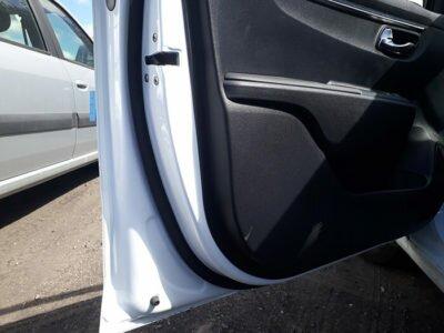 уплотнительные резинки на двери авто